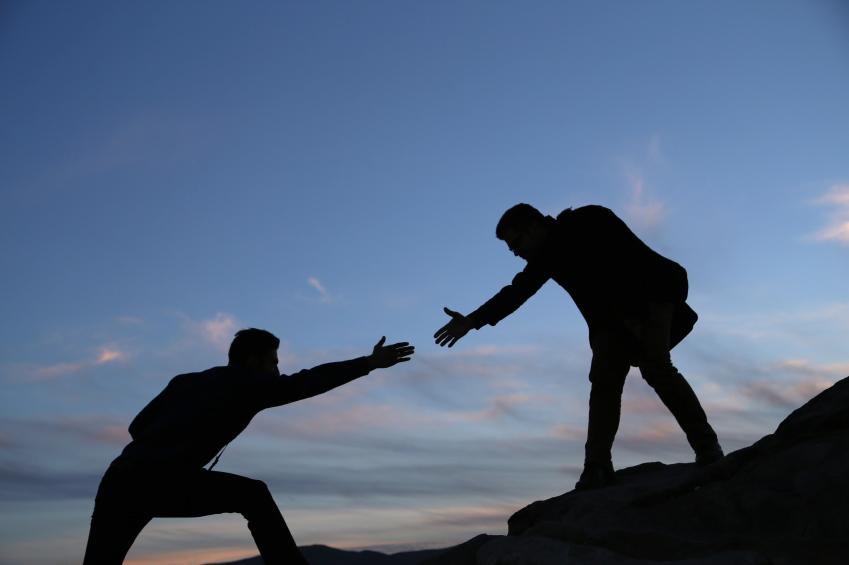 help-the-other-laltro-aiutare-gli-altri-agire